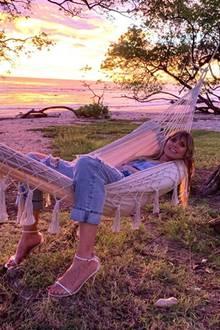 7. November 2019  An welchem Strand Heidi Klum den traumhaften Sonnenuntergang von ihrer Hängematte aus beobachten kann, wissen wir nicht, aber sie sieht dabei ziemlich entspannt aus.