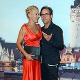 Das Traumpaar des deutschen Films stammt aus dem ehemaligen Osten: Anna Loos, geboren 1970 in Brandenburg an der Havel erlebte ihre Jugend noch in der DDR, genauso wie ihr Mann Jan Josef Liefers, der 1964 in Dresden geboren wurde.