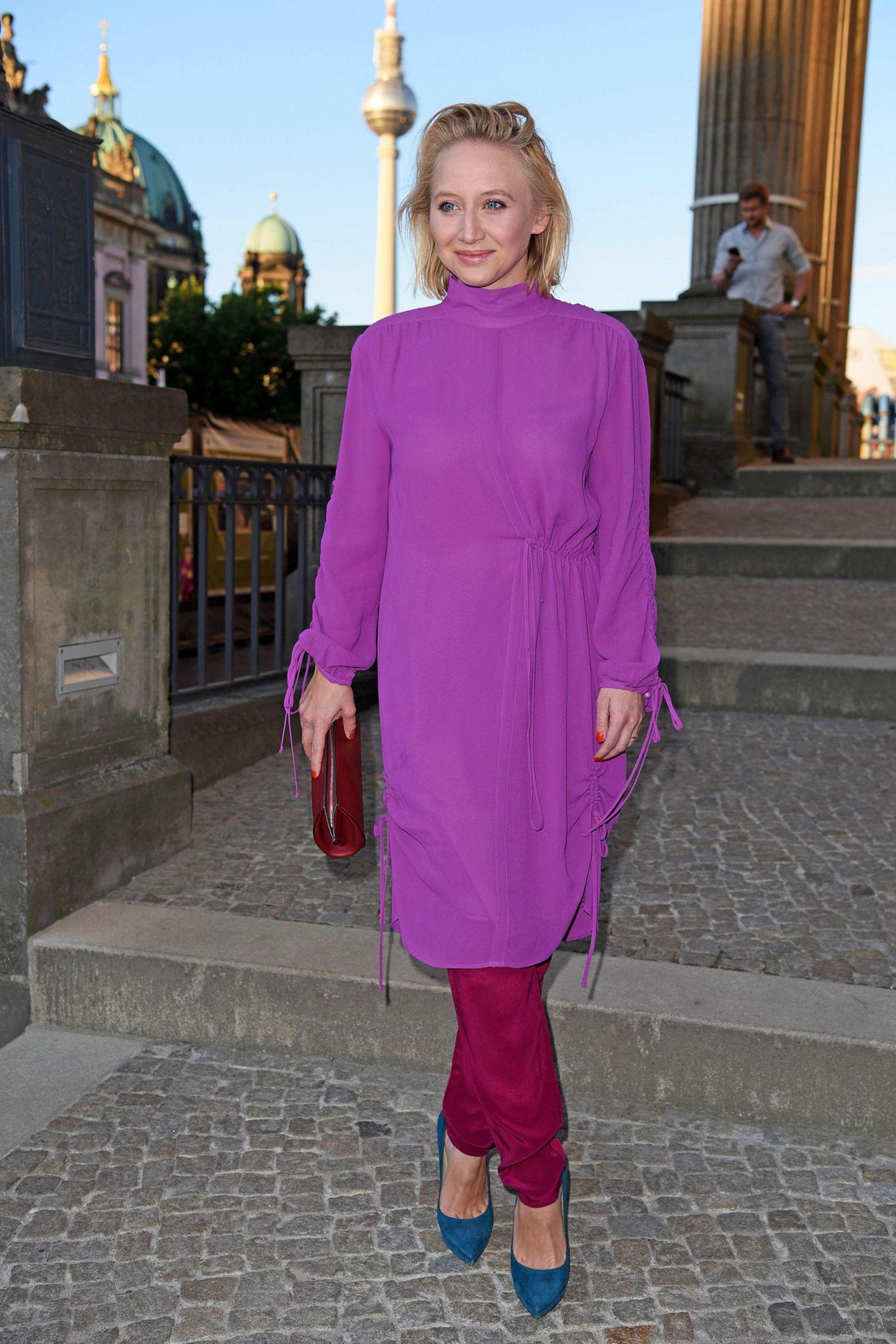 Anna Maria Mühe ist eine waschechte Ost-Berlinerin, geboren am 23. Juli 1985 als Tochter des damaligen Schauspieler-Paars Jenny Gröllmann († 2006) undUlrich Mühe († 2007).
