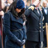 Herzogin Meghan verneigt sich vor denjenigen, die für ihr Land ihr Leben gelassen haben.