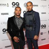 Lewis Hamilton kommt in Begleitung seines Bruders Nicolas. Der modebewusste Sportler peppt seinen Anzug mit einer coolen Weste auf.