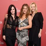 "7. November 2019  Mit Freunden feiert es sich doch am besten! Genau das machen die ehemaligen ""Friends""-Kolleginnen Courteney Cox, Jennifer Aniston und Lisa Kudrow bei den ""Patron of the Artists""-Awards der SAG-AFTRA Foundation, der Stiftung der ""Screen Actors Guild"" und der ""American Federation of Television and Radio Artists""."