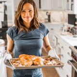 Kochen ist ihre absolute Leidenschaft! In der Winterzeit serviert Jennifer Garner ihrer Familie am liebsten deftige Hausmannskost. Für ihr kross gebratenes Geflügel verbringt die Schauspielerin auch gerne Mal ein paar Stunden mehr in der Küche.
