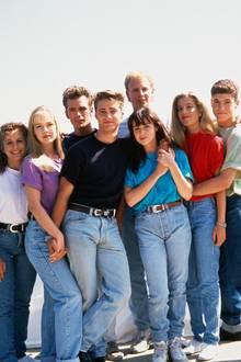 Gabrielle Carteris, Jennie Garth, Luke Perry (†), Jason Priestley, Ian Ziering, Shannen Doherty, Tori Spelling undBrian Austin Green
