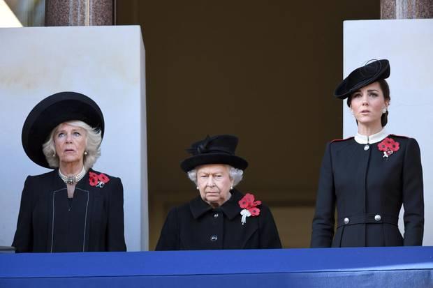 """Herzogin Camilla, die Queen und Herzogin Catherine am """"Remembrance Sunday"""" im Jahr 2018."""