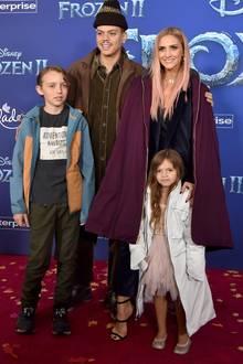 """2019 besuchen Evan Ross und Ashlee Simpson mit den Kindern die """"Frozen 2""""-Premiere in Hollywood und wir staunen nicht schlecht, wie groß Bronx und Jagger nun schon sind und wie sie sich verändert haben."""