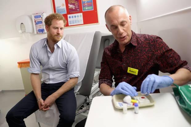 Prinz Harry machte 2016 einen HIV-Test. Dieser wurde live auf Facebook übertragen.