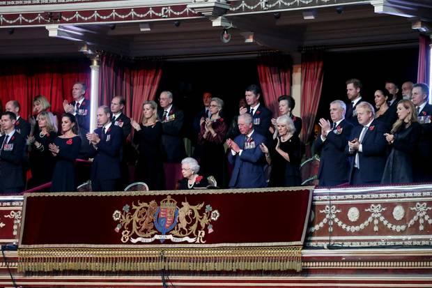 """Die britische Königsfamilie in der Royal Albert Hall beim alljährlichen """"Festival of Remembrance"""""""