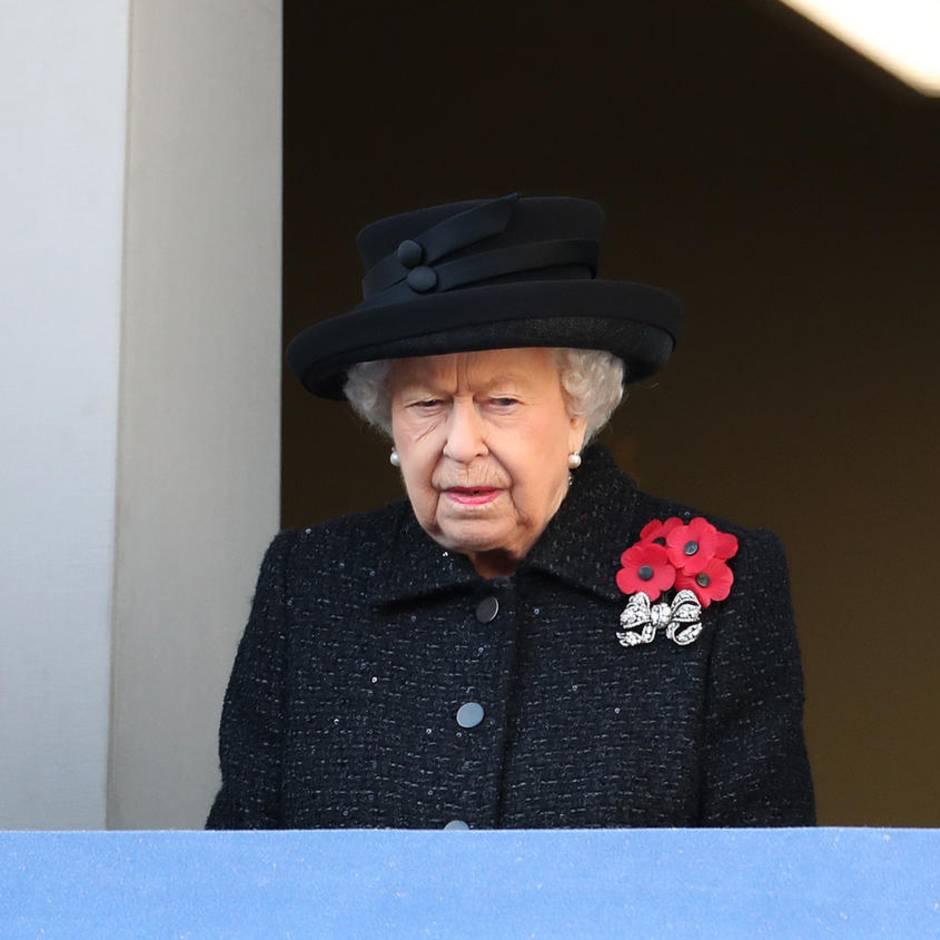 Warum sie abseits von Queen Elizabeth und Kate stand