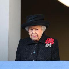 Herzogin Camilla, Queen Elizabeth und Herzogin Meghan beobachten am 10. November 2019 auf dem Balkon des Außenministerium die Gedenkzeremonie.