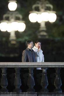 """9. November 2019  Dieses stimmungsvolle Bild von Kaiser Naruhito und Kaiserin Masako wird beim """"National Festival"""" zur Feier der Inthronisation am Kaiserpalast in Tokio eingefangen."""