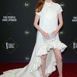 """Das weiße Brautkleid von Victor & Rolf lässt """"Avengers""""-Star Karen Gillan doch sehr blass aussehen."""
