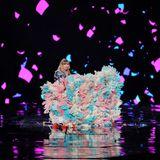 """10. November 2019  Während der Gala zum Auftakt des """"Alibaba 11.11 Global Shopping Festival"""" verzaubert Taylor Swift ihre Fans mit einer bunten Bühnenshow in der Mercedes-Benz Arena in Shanghai, China."""