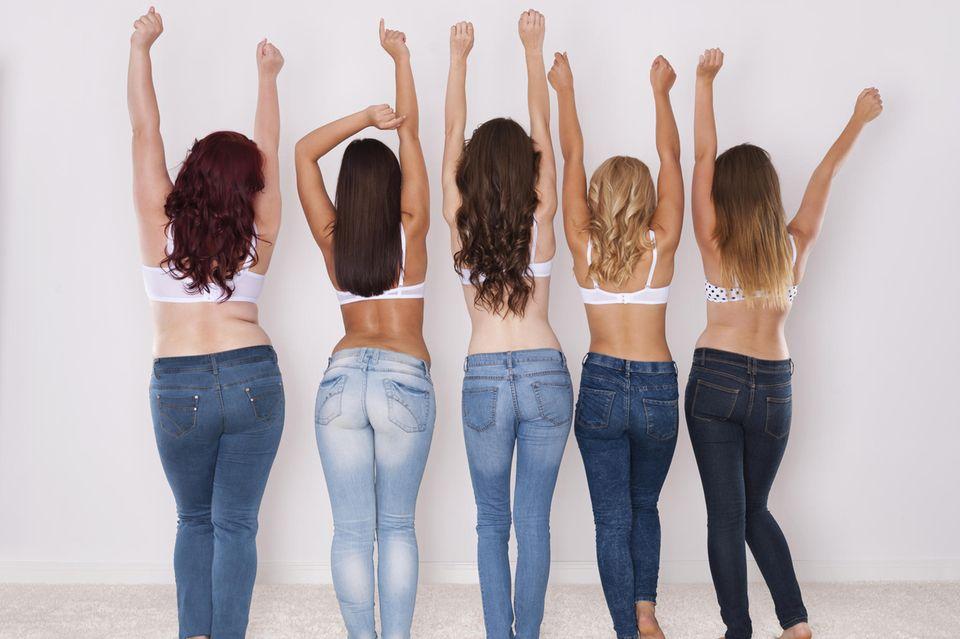 Shaping-Jeans, Jeans, Shapewear, Frauen mit Kurven, Curvie-Models