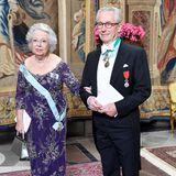 Schwedische Königsfamilie: 12. November 2019 Prinzessin Christina, Schwester von König Carl Gustaf, wird von Ehemann Tord Magnuson zum festlichen Dinner geleitet.