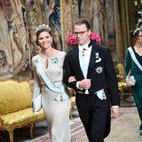 Schwedische Königsfamilie: 12. November 2019 Arm in Arm betreten Prinzessin Victoria und Prinz Daniel den Palast.