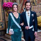 Schwedische Königsfamilie: 12. November 2019 Auch Prinzessin Sofia glänzt in einem extravaganten grünen Kleid mit Leo-Muster neben Prinz Carl Philip.