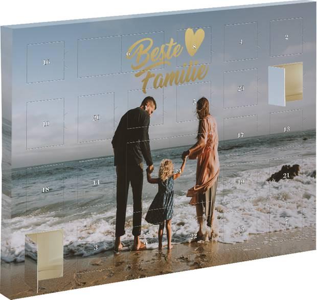 Für den Lieblingsmenschen nur das Beste: Nicht nur das Design lässt sich bei dem Adventskalender von DeinDesign personalisieren, auch der schokoladige Inhalt, ab 20 Euro.