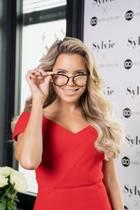 Sylvie Meis trägt jetzt (zumindest abends beim Lesen) Brille
