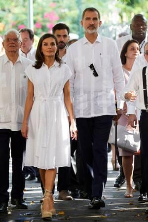 In weißen Looks lässt es sich auch in der Karibik gut aushalten.