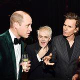 Auch für eine nette Unterhaltung mit der britischen PopbandDuran Duran findet Prinz William während der Charity-Veranstaltung im Londoner Roundhouse Zeit.