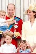"""16. November 2019  Heute feiern Prinz William und Herzogin Catherine (hier mit ihren Kindern Prinz Louis, Prinz George und Prinzessin Charlottebei der Parade """"Trooping the Colour"""" im Juni 2019) ihren neunten Verlobungstag. Am 16. November 2010 hielt William ganz offiziell um die Hand seiner Kate an."""