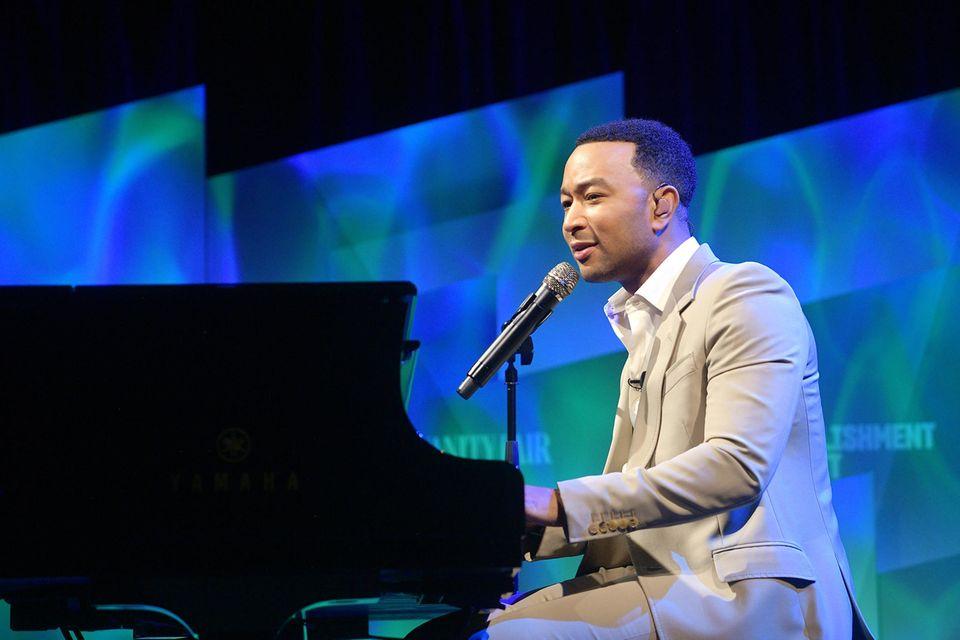 """2019: John Legend  Er ist nicht nur gutaussehend, sondern auch talentiert. Mit dem Megahit """"All of You"""" ist Musiker John Legend zum Superstar geworden. Nun hat ihn das People-Magazin zum """"Sexiest Man Alive"""" gekürt."""