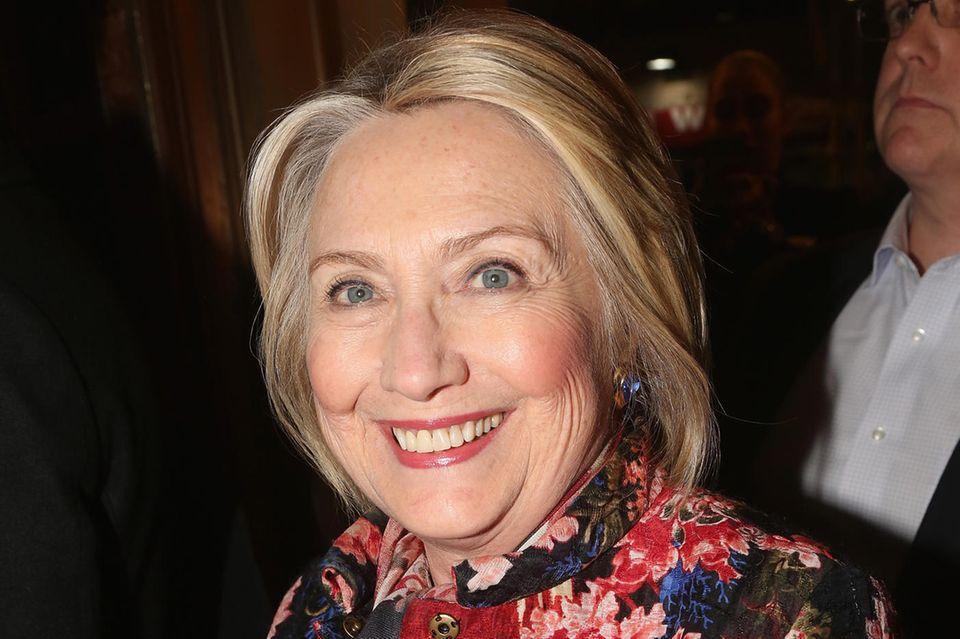 Hillary Clinton hat in dieser Woche eine gemütliche Teestunde mit Herzogin Meghan, Prinz Harry und Baby Archie verbracht.