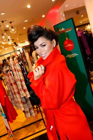 Gala Christmas Shopping Night 2019: Fernanda Brandao kommt im feurigen GALA-Rot – we like!