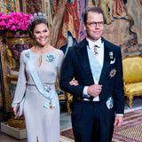 BeimjährlichenRepresentationsmiddag im Palast in Stockholm sahen die schwedischen Royals besonders festlich aus. Aber einigen kam Victorias stilvoller Look doch irgendwie bekannt vor…