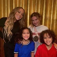 Die 8-jährigen Zwillinge von Mariah Carey können ihr Glück über die Begegnung mit Schauspielerin Millie Bobby Brown gar nicht fassen. Stolz strahlen Monroe und Moroccan für ein Erinnerungsfoto in die Kamera.