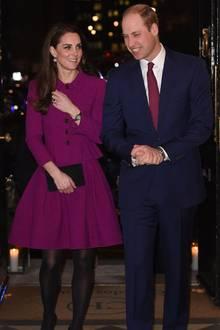 Zwei Jahre zuvor, im Februar 2017, istHerzogin Kate zusammen mit ihrem Mann Prinz William in dem Zweiteiler für umgerechnet rund 3.000 Euro zu der Guild of Health Writers Conference erschienen.