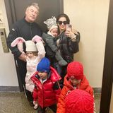 16. November 2019  Noch etwas müde und warm eingepackt, startet Familie Baldwin vor dem Rausgehen mit einem Selfie in den Tag.
