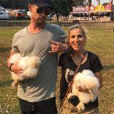 Chris Hemsworth und Elsa Pataky posieren mit diesen putzigen Seidenhühnern.