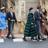 Wow! Fast wie eine High-Fashion-Clique wirken die fünf Royals bei ihrer Ankunft an der Kathedrale.
