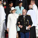 La Fête du Prince 2019: Nach der Messe verlassen Charlène und Fürst Albert gemeinsam die Kathedrale, gefolgt von Prinzessin Stéphanie und Caroline von Hannover.