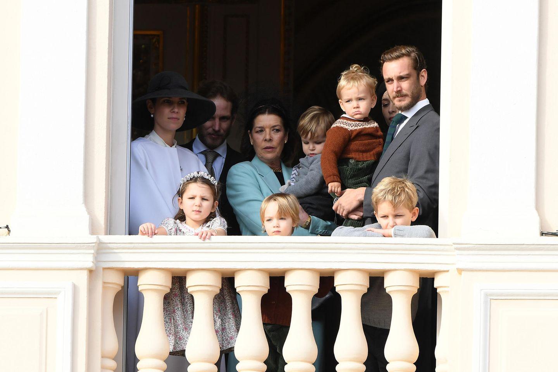 La Fête du Prince 2019: Nach und nach finden sich immer mehr Grimaldis auf dem Balkon ein.