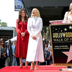 """19. November 2019  Allen Grund zur Freude haben Idina Menzel und Kristen Bell. Die beiden """"Frozen""""-Stimmen (Elsa und Anna) werden vor jubelnden Fans und Fotografen mit einem Stern auf dem berühmten Walk of Fame geehrt."""