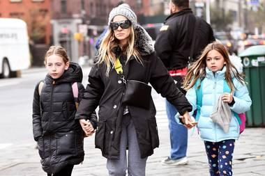 Doch nicht nur auf den roten Teppichen bekommen wir Marion und Tabitha zu Gesicht. Auch auf den Straßen von New York können wir den zweieiigen Zwillingen beim Aufwachsen zusehen.