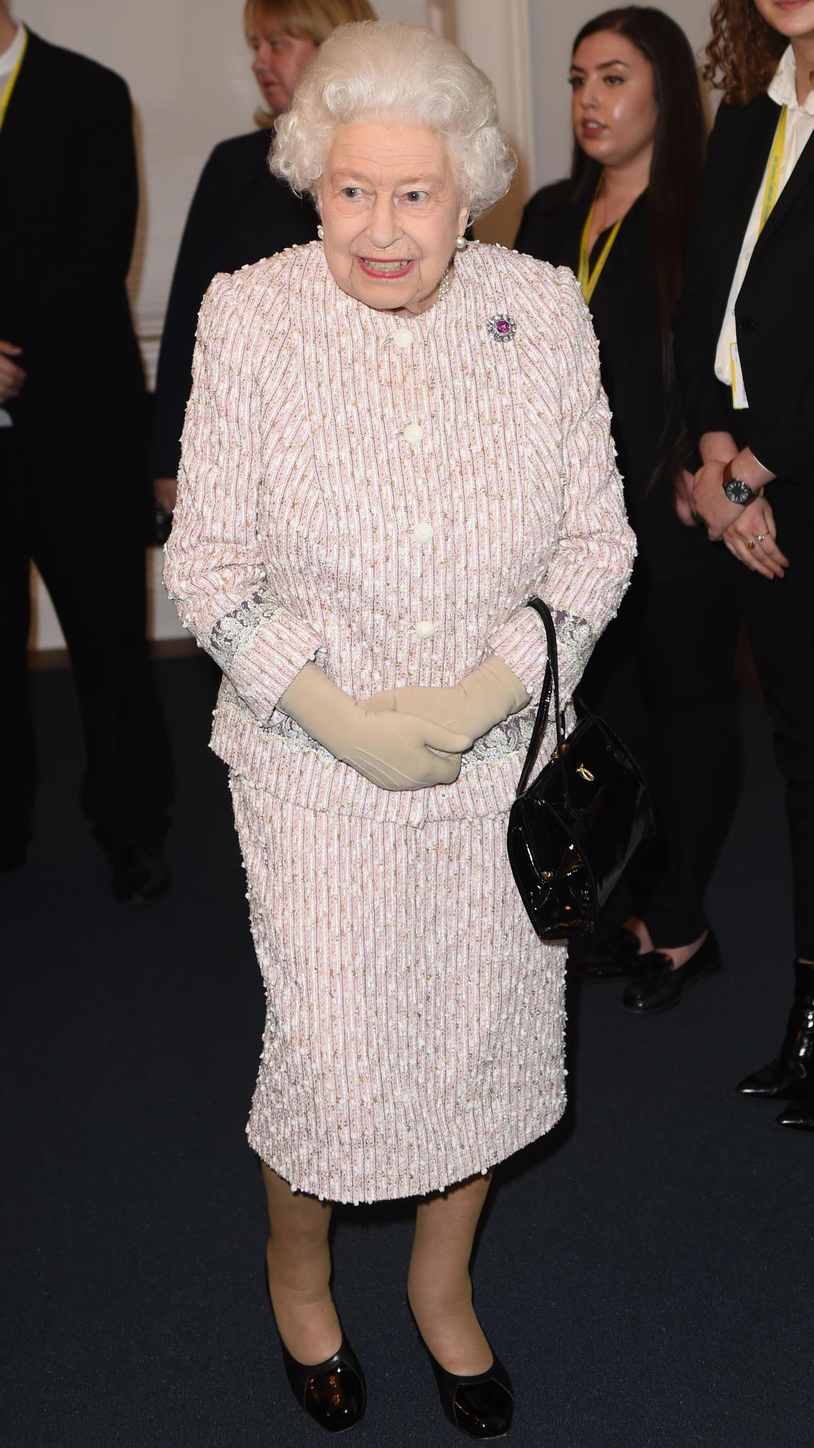 Queen Elizabeth bei ihrem ersten Auftritt nach der Rückzugs-Ankündigung von Prinz Andrew