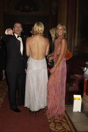 Prinz Andrew und Lady Victoria Hervey bei einer Party im Jahr 2002