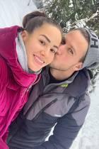 """20. November 2019  Angelina Heger undSebastian Pannek senden verliebte Grüße aus dem Winterurlaub. Auf Instagram lobtSebastian seine Liebste als """"beste Skilehrerin"""", und Angelina äußert sich wiederum stolz über sein Talent."""