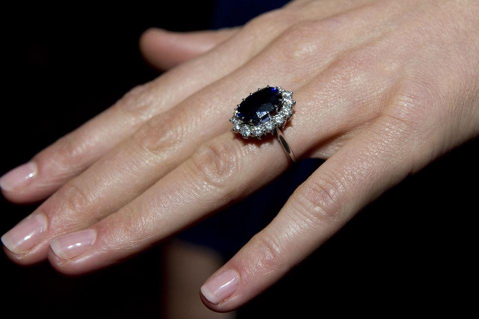Kate zeigt ihren schönen Ring