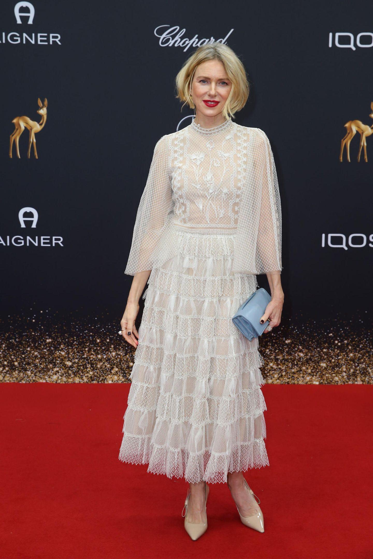 Naomi Watts trägt ein Kleid aus der Sommer 2020-Kollektion von Christian Dior.