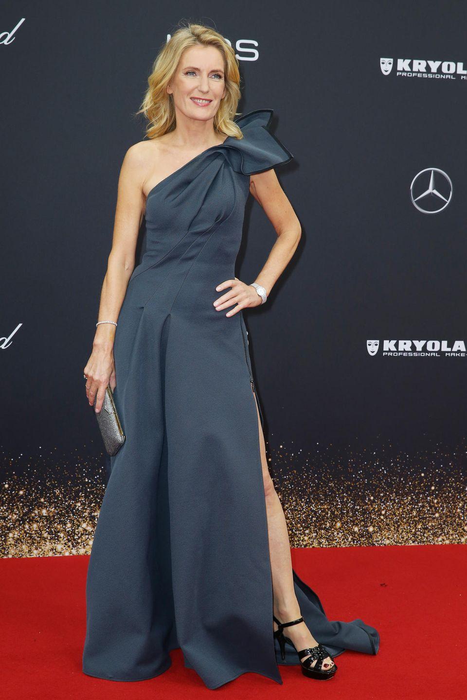 Maria Furtwängler gewohnt elegant und mit freier Schulter.