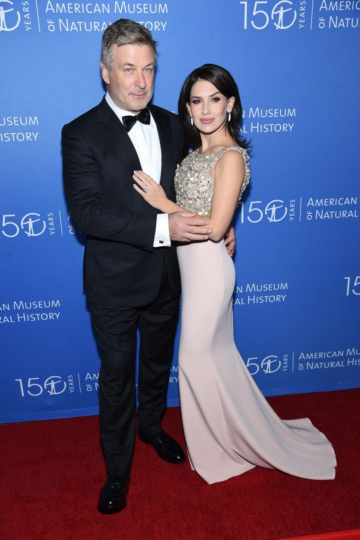 """Alec und Hilaria Baldwin zeigen sich bei der Gala des """"Natural History Museum"""" –Es ist der erste Auftritt nach Verkündung ihrer Fehlgeburt."""