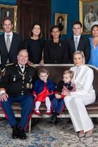 22. November 2019  Anlässlich des Nationalfeiertages in Monaco veröffentlicht der Palast ein offizielles Familienfoto. Aufgenommen wurde das Bild im Fürstenpalast. Fürst Albert Fürstin Charlène thronen mit den Kindern Gabriella und Jacques in erster Reihe.