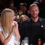 """Die Ehe von Schauspielerin Gwyneth Paltrow und """"Coldplay""""-Sänger Chris Martinist längst Geschichte. """"People"""" berichtet, dass sie am Ende eine offene Partnerschaft führten, die ihnen laut Insidern nicht gut getan habe. Diese behaupten: """"Gwynethwar noch nie eifersüchtig. Wenn sich Chris herumtrieb, hat es sie nicht interessiert."""" Ob diese Einstellung ihrer Liebe den gar ausgemacht hat?"""