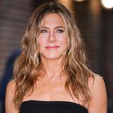 """Auch wenn sie heute eine anerkannte Schauspielerin ist, hat sich Jennifer Aniston ihren kindlichen Charme bewahrt. Durch ihre Paraderolle als Rachel Green in der Serie """"Friends"""" hat sich der humorvolle Hollywood-Starin die Herzen ihrer Zuschauer gespielt und zahlreiche Preise eingeheimst."""