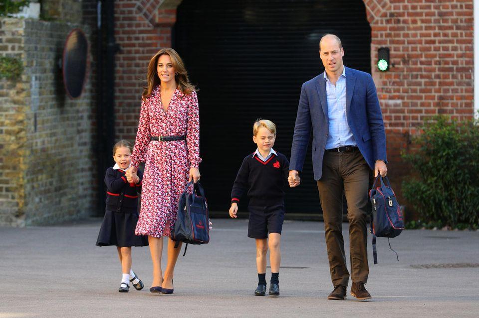 Herzogin Catherine, Prinz William mit Prinzessin Charlotte und Prinz George